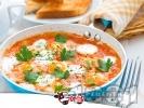 Рецепта Пържени яйца на тиган с домати и доматено пюре